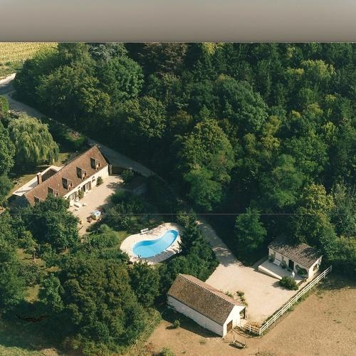 Gardiennage de grande propriété : convivialité et détente en Bourgogne