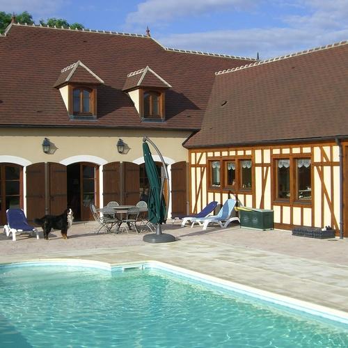 Gardiennage de maison en Bourgogne : piscine et détente
