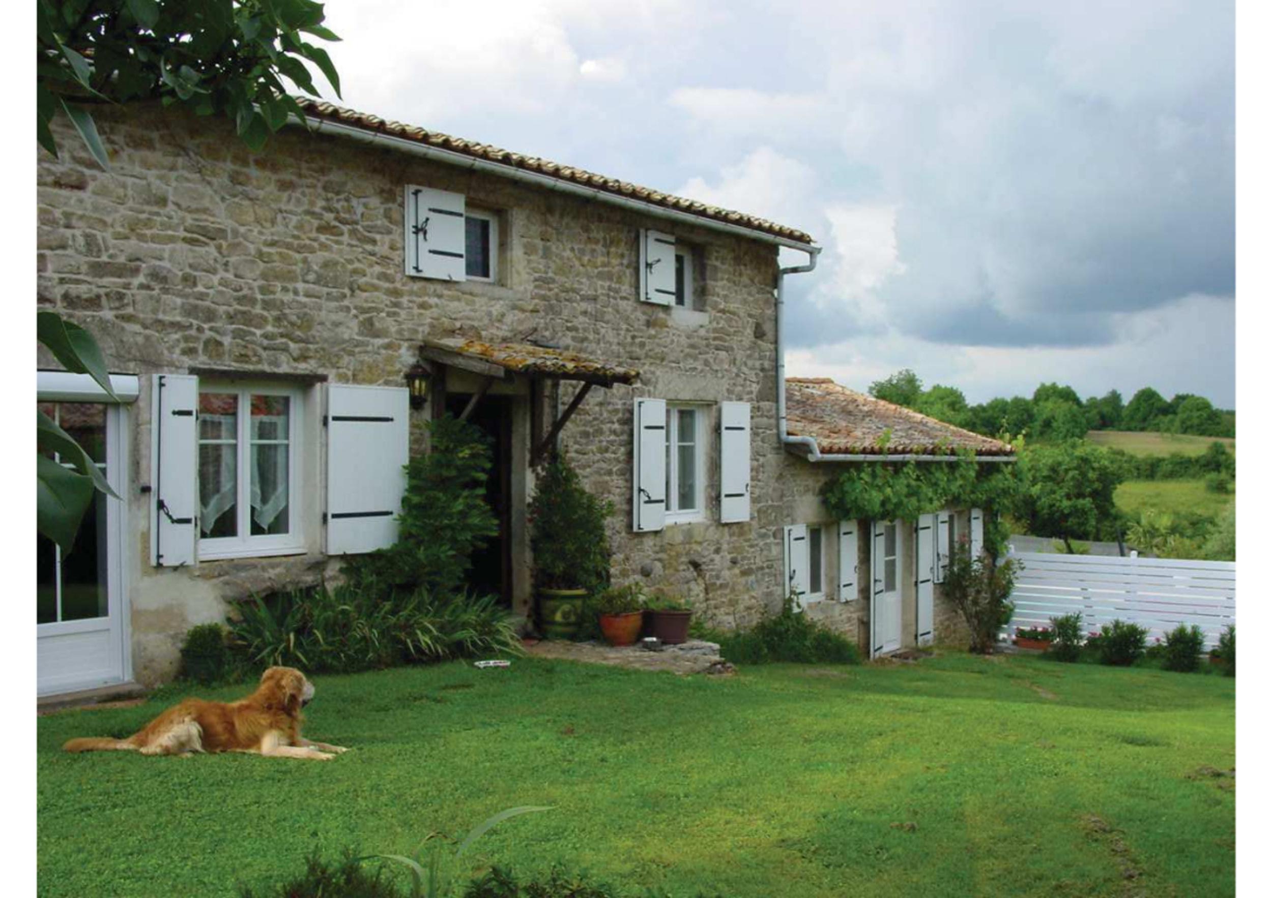 Gardiennage d''une maison en pierre en Poitou-Charentes