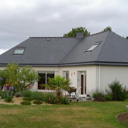 Le gardiennage de maison en Bretagne : des animaux épanouis dans un parc paysagé
