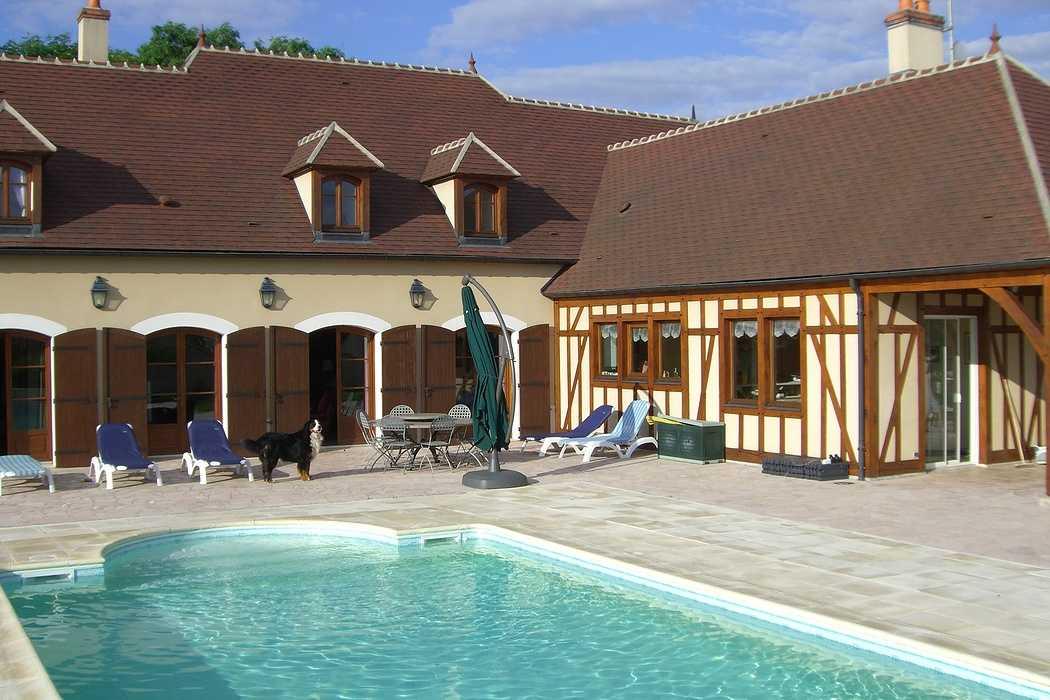 Gardiennage de maison en Bourgogne : piscine et détente 0