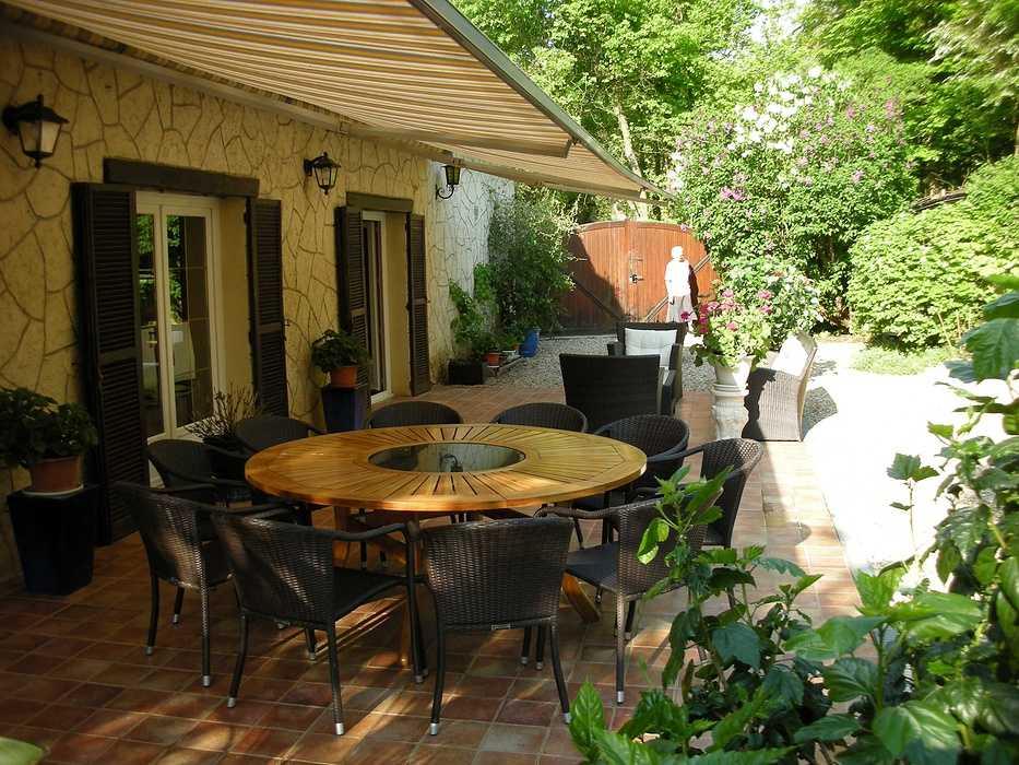 Gardiennage de grande propriété : convivialité et détente en Bourgogne bourgogneterrasse
